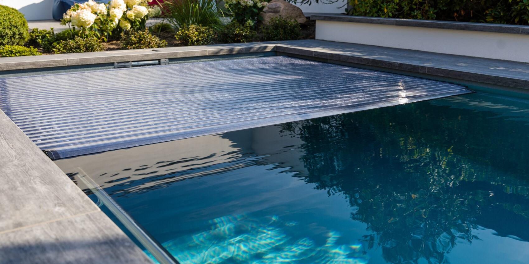 Swimmingpool oder Schwimmteich